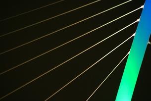 ライトアップされた鵜飼大橋の写真素材 [FYI00235365]