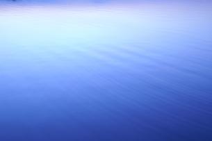 またたきー水面の波紋ーの写真素材 [FYI00236244]