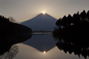 ダブルダイヤモンド富士 2014の写真素材 [FYI00236695]