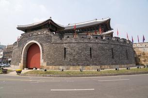 世界遺産 水原華城 八達門(ソウル)の写真素材 [FYI00236760]