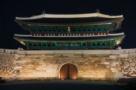 ソウル 南大門夜景の写真素材 [FYI00236767]