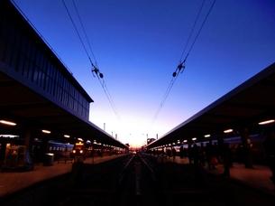 夕方の駅の写真素材 [FYI00237292]
