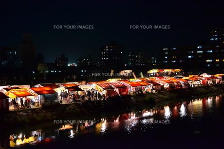 夜市の灯りの写真素材 [FYI00237366]
