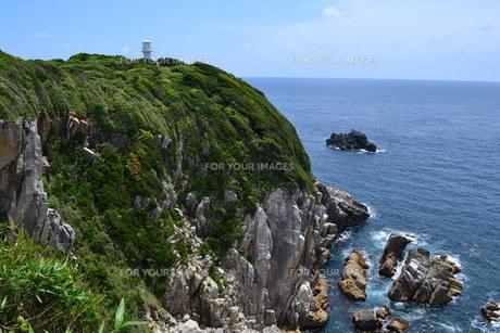 岬の灯台の写真素材 [FYI00237374]
