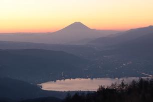 朝焼けの富士山の写真素材 [FYI00237986]