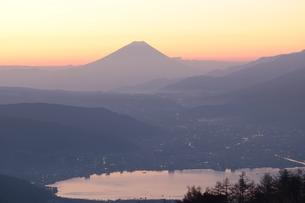 朝焼けの富士山の写真素材 [FYI00237988]