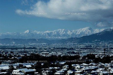 田舎の冬景色の素材 [FYI00238002]