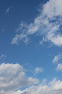 信州の冬の青空と雲の素材 [FYI00238278]
