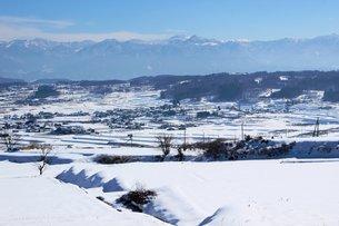信州信濃路の白き農村の風景の写真素材 [FYI00238281]