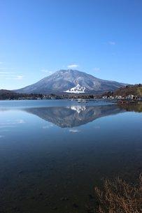 初冬の信州野尻湖の風景の素材 [FYI00238298]