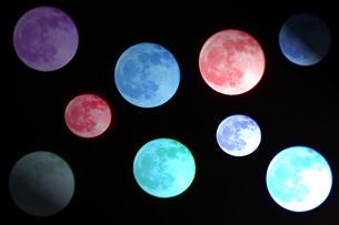 月を虹色にCG加工の写真素材 [FYI00238617]