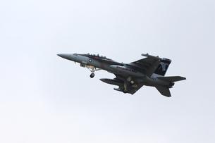 離陸するF-18の写真素材 [FYI00238632]