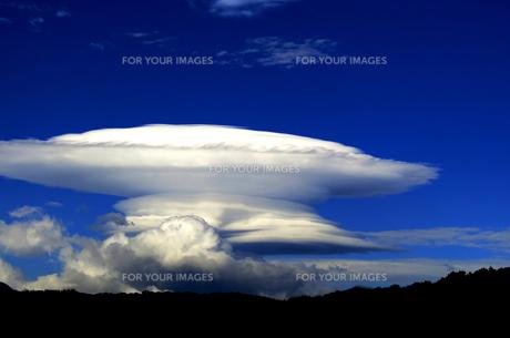 釣鐘雲の写真素材 [FYI00238680]