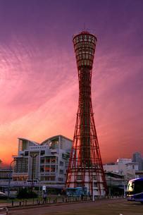 夕暮れの神戸ポートタワーの写真素材 [FYI00238754]