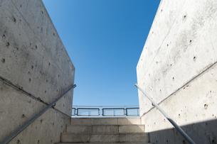 階段と青空の写真素材 [FYI00238831]
