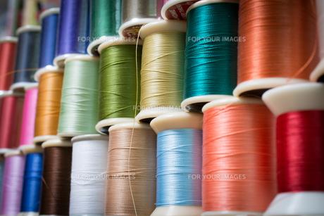 カラフルな糸の写真素材 [FYI00238844]