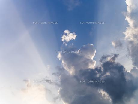 日差しと雲の影の写真素材 [FYI00238850]