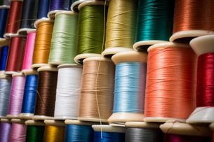 カラフルな糸の写真素材 [FYI00238867]
