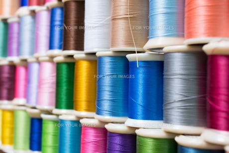 カラフルな糸の写真素材 [FYI00238877]