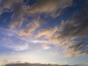 夕日に染まらぬ雲の写真素材 [FYI00238902]