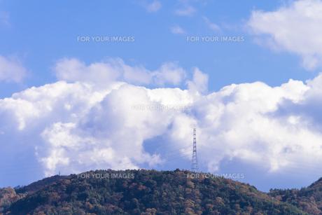 山の鉄塔の写真素材 [FYI00238949]