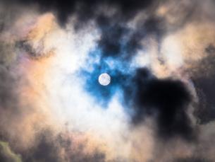 雲間から太陽の写真素材 [FYI00238962]