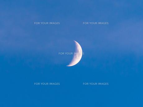 夕方の月の写真素材 [FYI00238975]