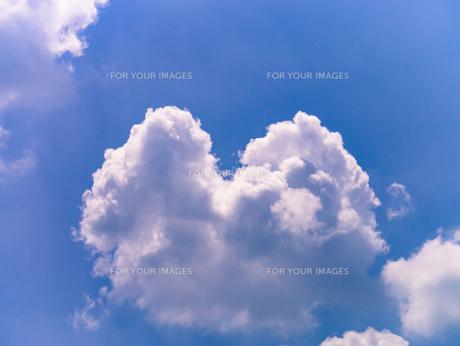 ハートのような雲の写真素材 [FYI00239052]