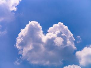ハートのような雲の素材 [FYI00239052]