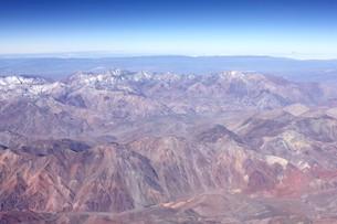 5000m級の山々が連なる晩秋のアンデス山脈の写真素材 [FYI00240342]