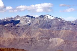 5000m級の山々が連なる晩秋のアンデス山脈の写真素材 [FYI00240344]