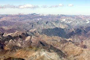 5000m級の山々が連なる晩秋のアンデス山脈の写真素材 [FYI00240345]