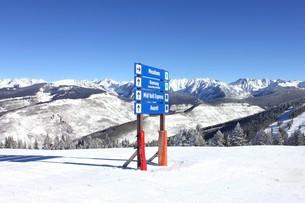 アメリカ、コロラド州ロッキー山脈のベイルスキー場の写真素材 [FYI00240375]