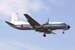 戦後初の国産飛行機、航空自衛隊のYS-11C輸送機の写真素材 [FYI00240393]