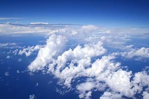 亜熱帯の沖縄近海、東シナ海上空に発生し積乱雲に発達する雲海の写真素材 [FYI00240415]