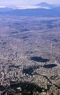 快晴の墨田区上空から一望する皇居周辺の東京都心のパノラマの写真素材 [FYI00240471]