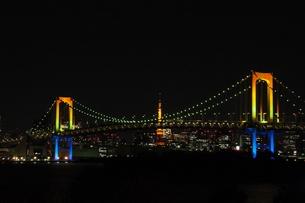 レインボーブリッジ と東京タワーの写真素材 [FYI00240529]