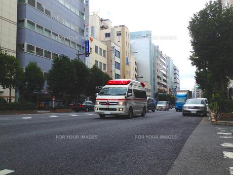 救急車走行シーンの写真素材 [FYI00240562]