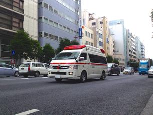 救急車走行シーンの写真素材 [FYI00240563]
