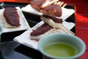 茶屋での団子セットの写真素材 [FYI00240591]