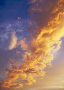 紅の雲の素材 [FYI00240623]