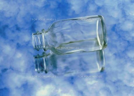 浮かぶ瓶の素材 [FYI00240677]