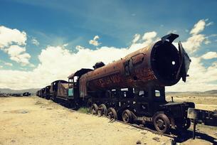 朽ちた機関車の写真素材 [FYI00240695]