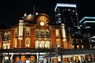 東京駅 南口 夜景の写真素材 [FYI00241498]