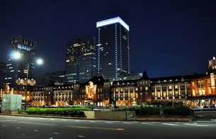 東京駅 夜景の写真素材 [FYI00241500]