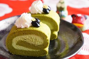 抹茶のロールケーキの素材 [FYI00242201]