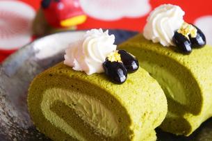 抹茶のロールケーキの素材 [FYI00242232]