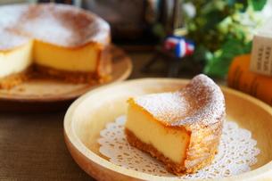 ベイクドチーズケーキの写真素材 [FYI00242233]