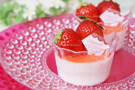 苺のムースの素材 [FYI00242234]