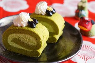 抹茶のロールケーキの写真素材 [FYI00242264]